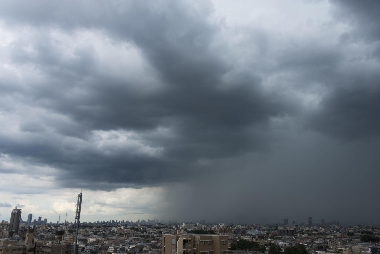 接近するゲリラ豪雨(新宿方面)