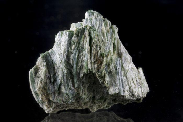 緑閃石(アクチノライト)〈アメリカ・カリフォルニア州産〉−1