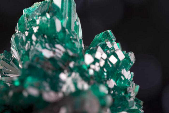 翠銅鉱(ダイオプテース、クラスタ状)〈コンゴ産〉−2
