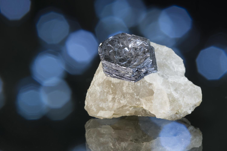 モリブデナイト(輝水鉛鉱)〈アメリカ・アリゾナ州産〉3
