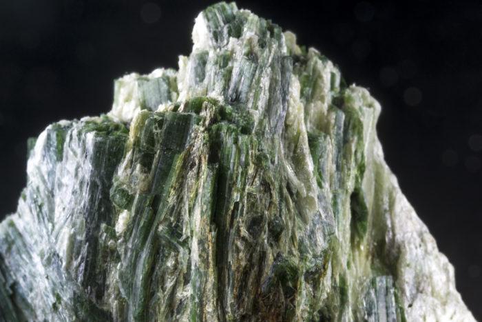 緑閃石(アクチノライト)〈アメリカ・カリフォルニア州産〉−2