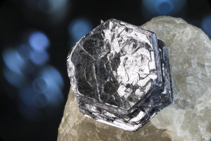 モリブデナイト(輝水鉛鉱)〈アメリカ・アリゾナ州産〉2